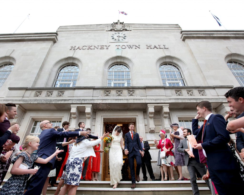 City Wedding guide wedding couple (bride and groom) leave hackney town hall to confetti at wedding